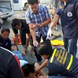นายก อบต.โพไร่หวานจังหวัดเพชรบุรี พร้อมด้วยรถกู้ชีพเข้าช่วยเหลือผู้ประสบอุบัติเหตุรถชนบริเวณหน้าหมู่บ้านเทพพานิช