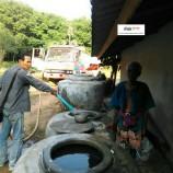 ปภ.เพชรบุรีออกแจกจ่ายน้ำเพื่อบรรเทาความเดือดร้อนของประชาชน