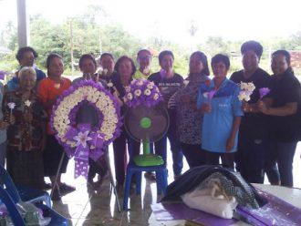 โครงการฝึกอาชีพสอนทำดอกไม้จันทน์และพวงหรีดให้กับผู้สูงอายุของตำบลฉาง