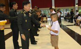 แม่ทัพภาคที่  4  มอบทุนการศึกษาบุตรกำลังพล บก.ทภ.4 ประจำปี 2560