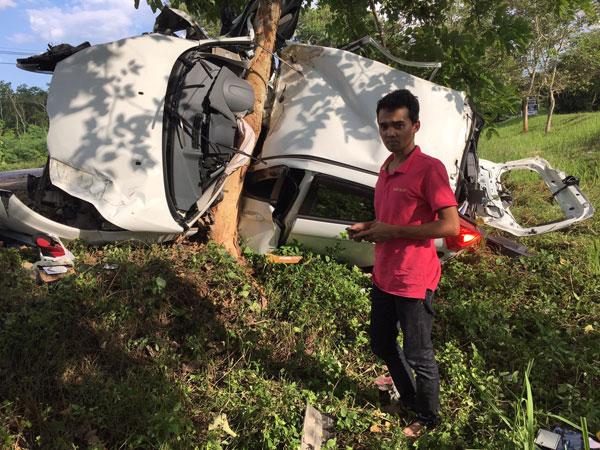 ผบ.หมู่ สภ.ราตาปันยัง จว.ปัตตานี ขับรถชนต้นไม้ (ยางรถระเบิด) รถพังเสียหาย คนขับไม่มีบาดเจ็บแต่อย่างใด (มีแต่เหรียญ ร.9 เท่านั้น)