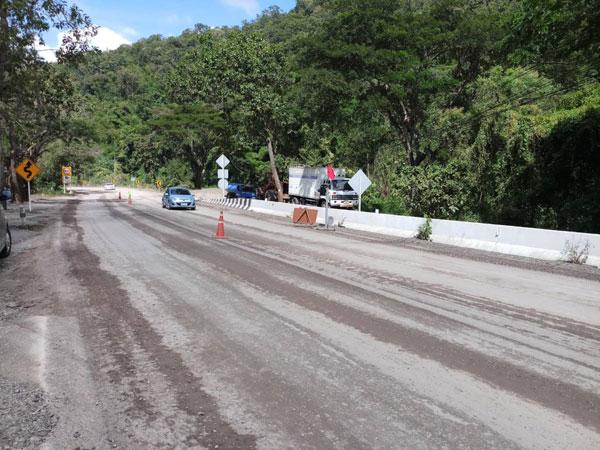 เส้นทางเด่นชัย-ลำปาง มีการสร้างถนน โปรดเดินทางด้วยความระมัดระวังนะครับ