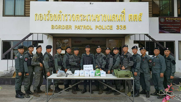 ตชด 335 ปะทะหมู่บ้านตะเข็บชายแดนยึดยาไอซ์ 24 กิโลกรัม