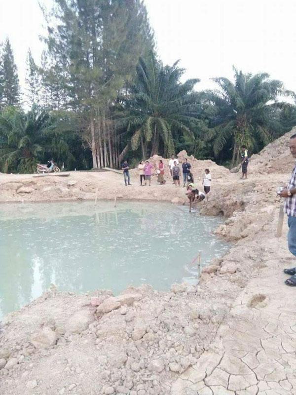 อ.พุนพิน จ.สุราษฎร์ธานี ขุดพบบ่อน้ำร้อนที่บ้านนาดง ม.7 ต.บางงอน อ.พุนพิน จ.สุราษฎร์ธานี
