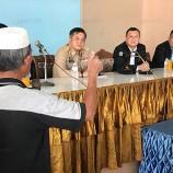 อดีตสมาชิกพูโล และแนวร่วม RKK เข้ารายงานตัวต่อแม่ทัพ 4 ร่วมโครงการพาคนกลับบ้าน