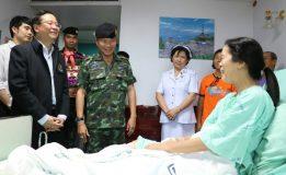 แม่ทัพภาคที่  4  เยี่ยมประชาชนที่ได้รับบาดเจ็บจากเหตุระเบิด 3 จุด ในพื้นที่เทศบาลเมืองสุไหงโก-ลก