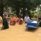 น้ำหลากและล้นตลิ่งจากแม่น้ำกระบุรีเข้าท่วมบ้านเรือนจังหวัดระนอง