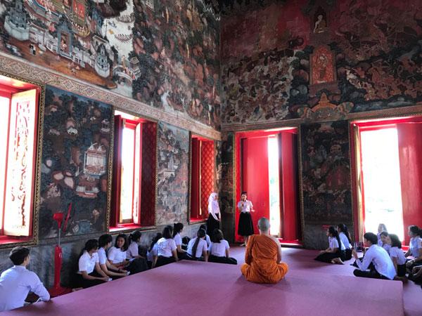 มรภ.สงขลา ฝึก นศ.ภาษาไทย เป็นวิทยากร ถ่ายทอดเรื่องราวจิตรกรรมฝาผนังทศชาติชาดก วัดมัชฌิมาวาสวรวิหาร