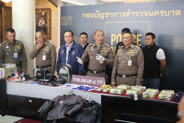 ตำรวจนครบาลแถลงข่าว กก.สส.บก.น.1 จับกุมยาไอซ์ 8 กก. , ยาบ้า 6,000 เม็ด