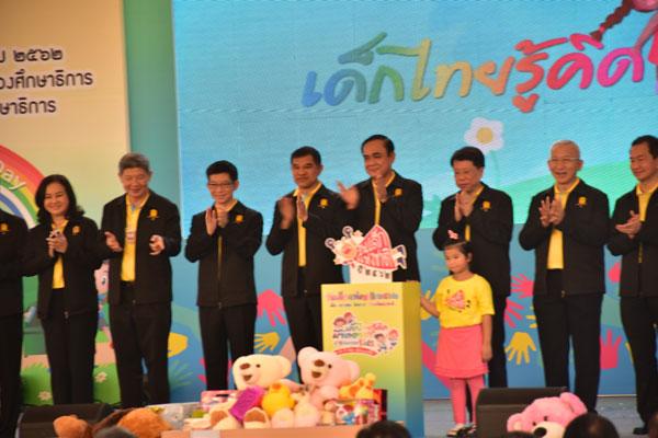 นายกรัฐมนตรีเดินทางเปิดงานวันเด็กแห่งชาติ ในส่วนของกระทรวงศึกษาธิการ