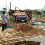 พายุฤดูร้อนถล่มบุรีรัมย์ พัดบ้านพังกว่า 40 หลัง