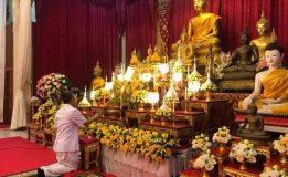 พ่อเมืองสุราษฎร์ธานีนำข้าราชการและพุทธศาสนิกชนร่วมเวียนเทียน ในกิจกรรมส่งเสริมการเผยแผ่พระพุทธศาสนาเนื่องในเทศกาลวันวิสาขบูชา ประจำปี 2562