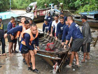 กรมทหารราบที่ 2 กองพลนาวิกโยธิน หน่วยบัญชาการนาวิกโยธิน ให้ความช่วยเหลือประชาชนบ้านเกาะกวาง