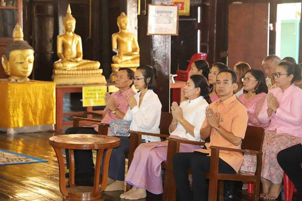 รองผู้ว่าฯ สุราษฎร์ธานี ร่วมพิธีเจริญพระพุทธมนต์สมโภช ปิดทอง พระพุทธเญยยอญฏิมา