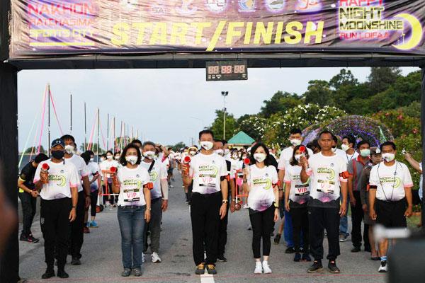 """จังหวัดนครราชสีมา ผนึกกำลัง กฟผ. จัดงาน """"วิ่งใต้แสงจันทร์ลอยฟ้า"""" แบบ New Normal เสริมสุขภาพ ฟื้นฟูท่องเที่ยวไทย และกระตุ้นเศรษฐกิจให้ชุมชน"""